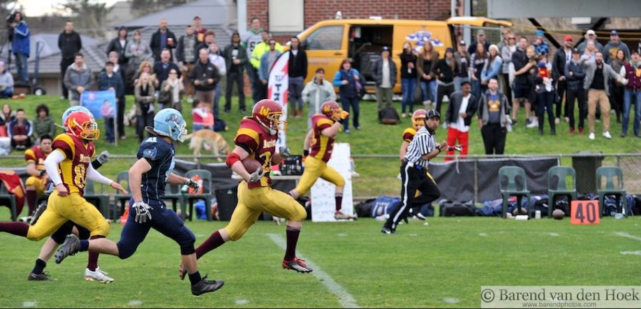 RB Luke Jackson rushes for an 80 yard TD in 2013 Vicbowl (Photo courtesy of barendphotos.com)